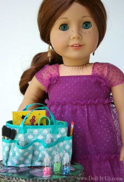 Make a duct tape craft bag for dolls-3