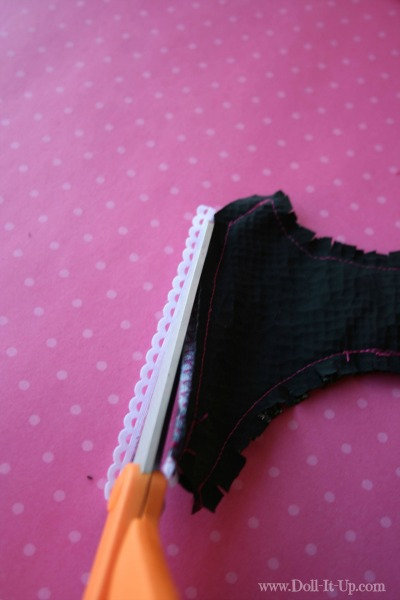 A free vest pattern for dolls-trim the ribbon