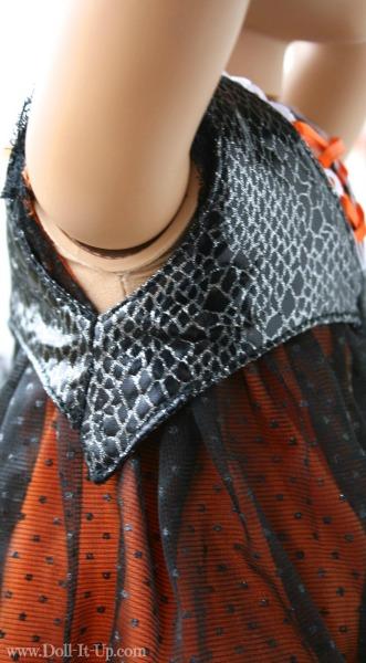 A lace-up vest for dolls