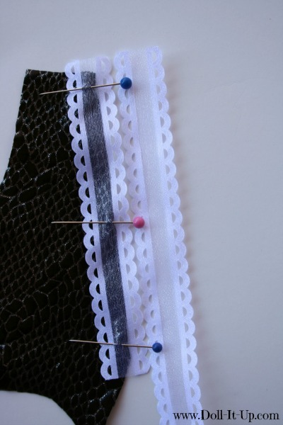 A vest pattern for dolls-placing ribbon 3