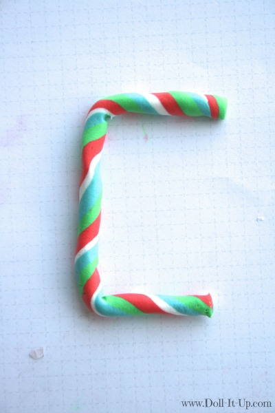 Make a monogram ornament for dolls-5