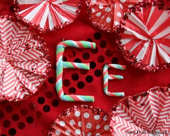 Make a monogram ornament for dolls-E