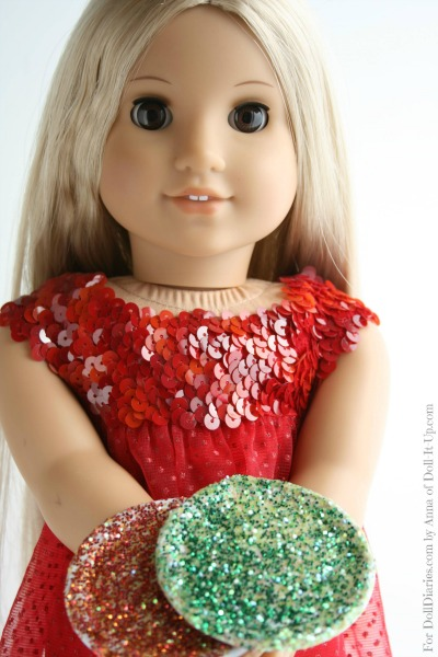 Make-a-glitter-mix-for-sparkly-doll-plates-
