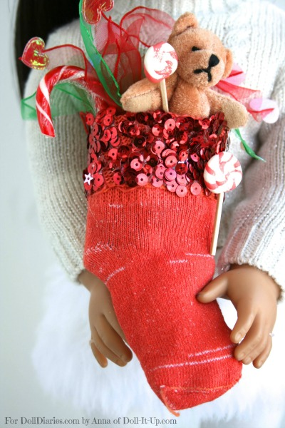 Make-colorful-doll-stockings-from-baby-socks